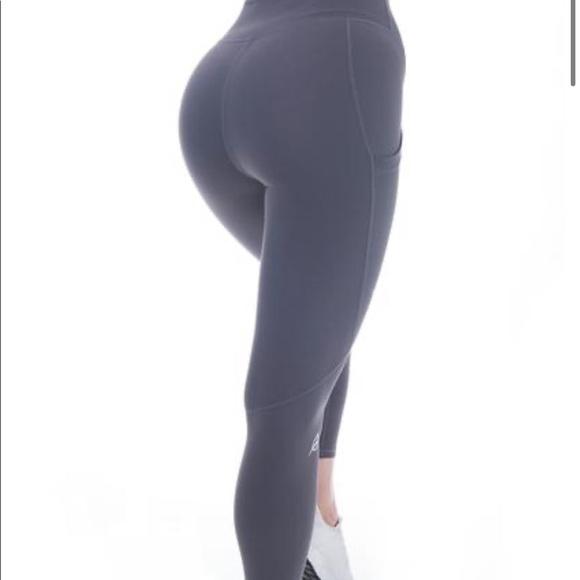 P Tula Pants Jumpsuits Ptula Alainah Pocket Legging Nwt Poshmark Nicole lehman started shilling her clothes on poshmark four years ago. poshmark